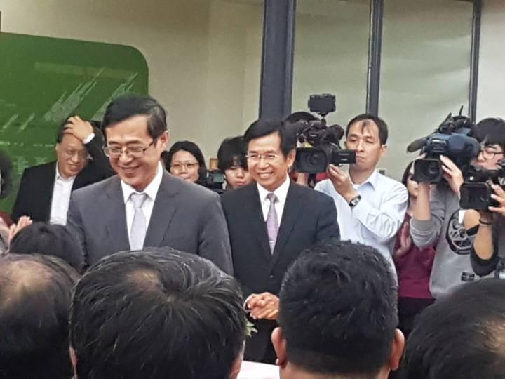 前政次姚立德(左)與教育部長潘文忠(右)。記者吳佩旻/攝影