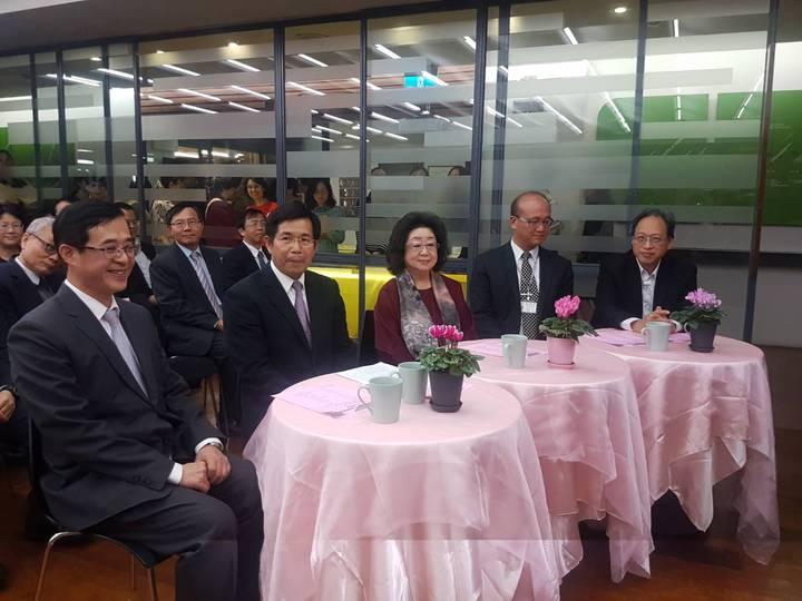 前政次姚立德(左起)、教育部長潘文忠、政次范巽綠、常次林騰蛟及主秘朱楠賢出席歡送茶會。記者吳佩旻/攝影