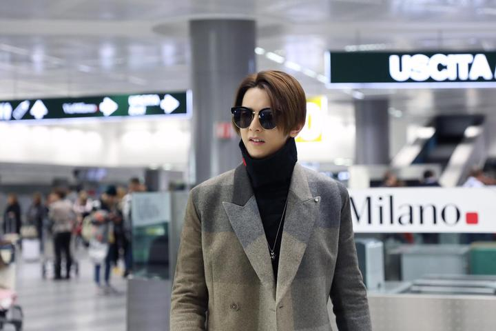 汪東城到米蘭看秀,機場穿搭也很有型。圖/東藝提供