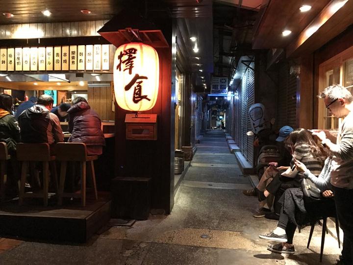 許多人知道擇食居酒屋、丸角咖啡等人氣店家,但不知道再往巷內走就是委託行聚落。記者吳淑君/攝影