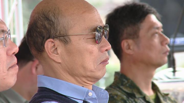 高雄市長韓國瑜今天(15日)下午親自主持高雄非洲豬瘟防疫演習,但觀看時疑似因為太累,頻頻打瞌睡。記者謝育炘/攝影