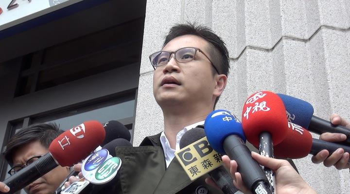 台中市南屯區文心南三路的托嬰中心被指控將女童綁在椅子上,涉嫌虐童,家長委由律師對外說明。記者陳宏睿/攝影