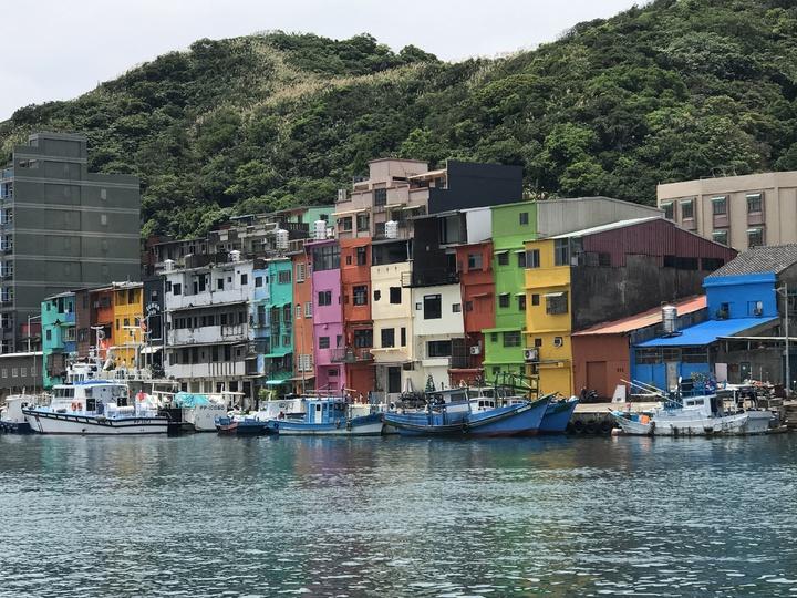 基隆出生長大的陽明海運集團董事長謝志堅,提到他現在最想看的是彩色屋,他常推薦朋友去看。記者吳淑君/攝影