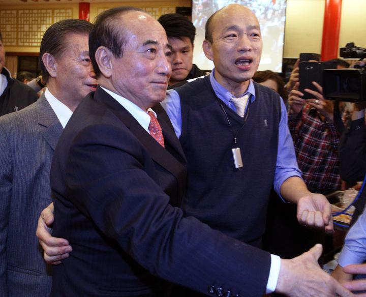 高雄市長韓國瑜祝福王院長新的一年,一切順利,然後心想事成。記者劉學聖/攝影