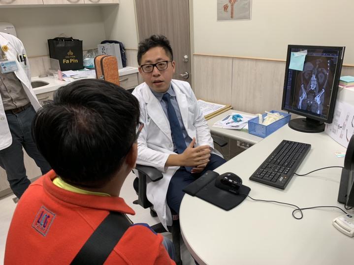 民眾若發現有疑似攝護腺肥大的症狀,建議可以馬上到泌尿科來作病史的詢問、檢查、及治療。記者陳斯穎/攝影