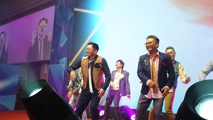 總經理蘇純興率領一級主管韓風登場。黃淑惠攝