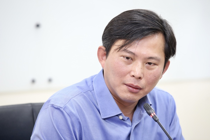 時代力量立法委員黃國昌凌晨在臉書宣布「卸下黨務」,黃國昌上午舉行記者會說明做出決定的心路歷程,強調未來將專注在「改革」議程。記者林伯東/攝影