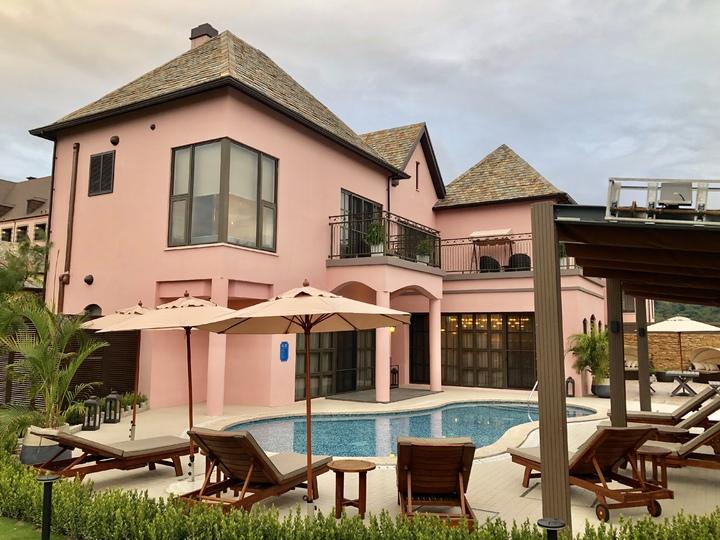 格蘭別墅訴求頂級度假Villa規劃,每棟都有專屬的泳池。記者宋健生/攝影