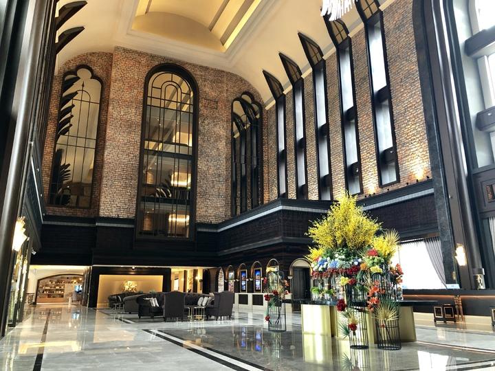 酒店豪華氣派的接待大廳。記者宋健生/攝影