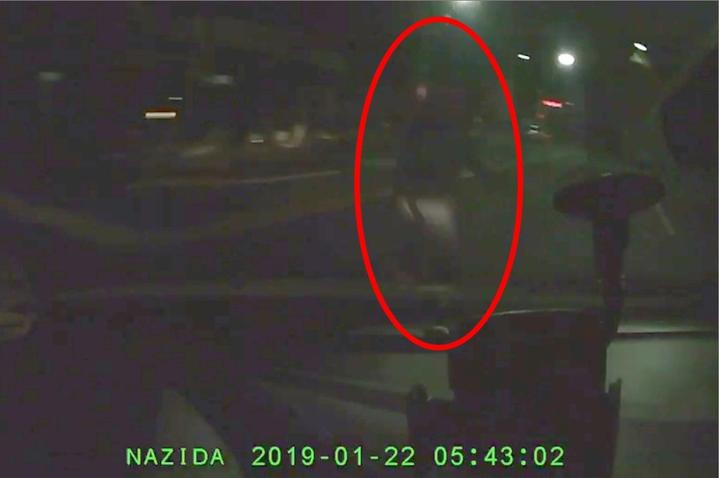 轎車連續快速過彎加上光線昏暗,發現老翁的時候已經在眼前,根本來不及閃避直接撞上。記者林昭彰/翻攝