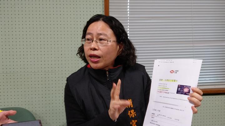 消保官王雅琳主動調查發現,國內多家銀行的信用卡標榜機場免費接送,卻涉嫌廣告不實。 記者戴永華/攝影