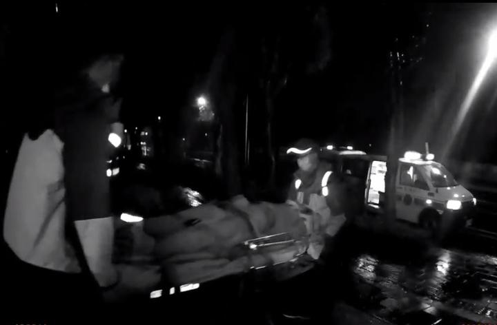 救護車將女子送醫救回性命。記者林昭彰/翻攝