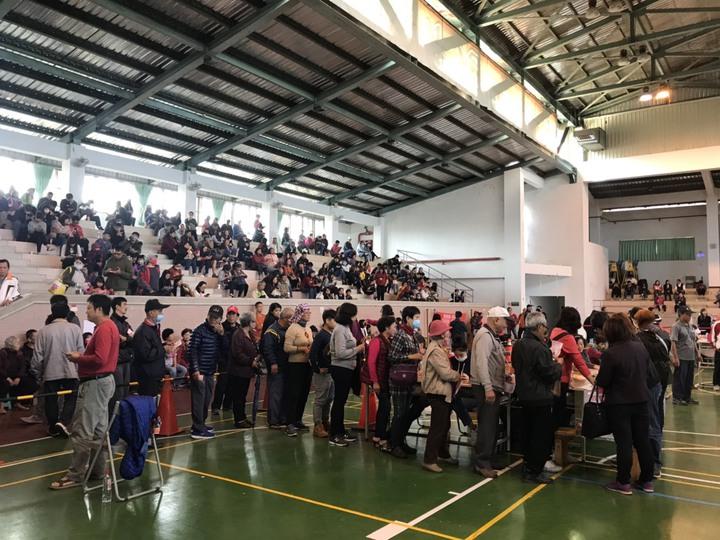 潮州春節市集一般位抽籤作業,公所預估將進行到下午一點半才能完成。圖/潮州鎮公所提供