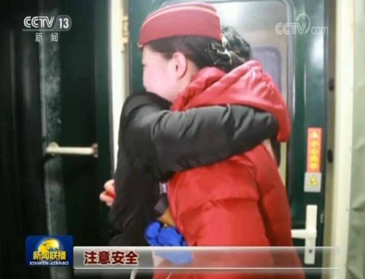 大陸央視新聞聯播10日晚間一段題為「相約在零點37分」,講述一對年輕戀人的鐵道愛情故事,看哭許多網友。(網路照片)