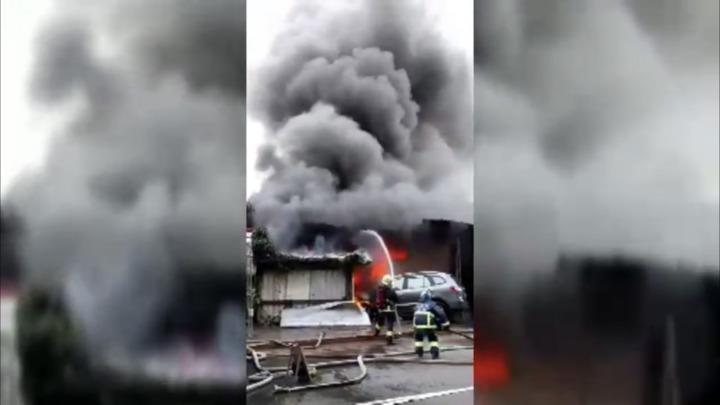 新北市板橋區板城路鐵皮工廠傳出火警。記者袁志豪/翻攝