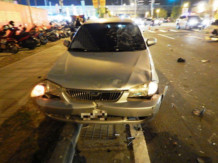 員林市員林大道再傳死亡車禍,員林大道5段與龍富街路口10日傍晚三輪機車騎士遭直行自用小客車撞飛。記者何烱榮/翻攝