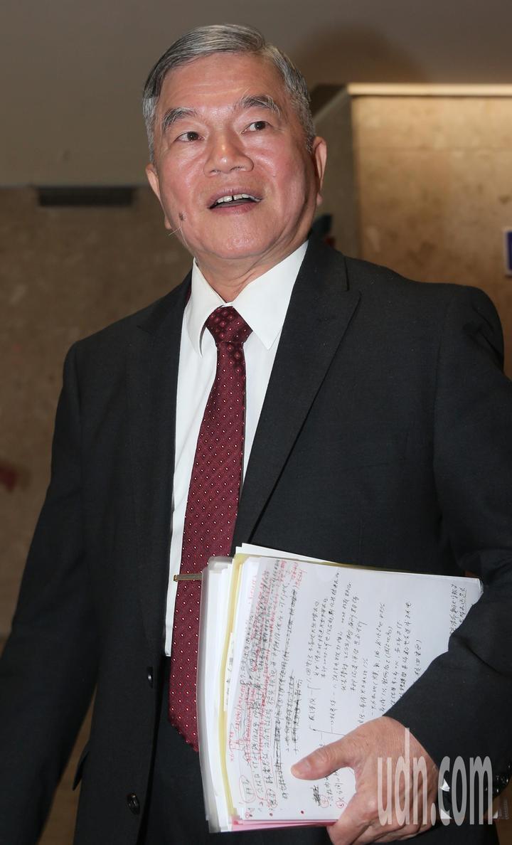 經濟部長沈榮津上午與七大工商團體就供電議題進行溝通。記者侯永全/攝影
