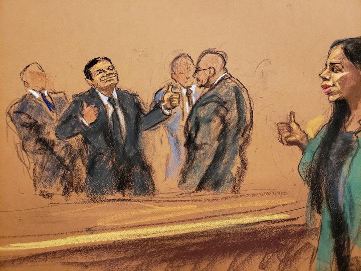 在場旁聽的媒體指出,身穿黑色西裝的古茲曼面無表情地聽完判決,被帶出法庭時,先跟律師握手,再對著選美皇后出身的29歲妻子柯蘿納(Emma Coronel Aispuro)比讚與飛吻,柯蘿納也當庭對他豎起大拇指,兩人互動讓旁人匪夷所思。路透