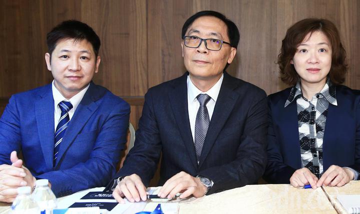 牧德科技法說,由董事長汪光夏(中)親自主持、說明。記者陳正興/攝影