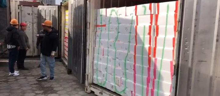 高雄農業局表示,2月11日,總重量達60.5噸的漁產品,就成功首航前往福建省南安市石井鎮,其中47.5噸為價值7.6萬美元的冰鮮白帶魚。記者蔡孟妤/翻攝