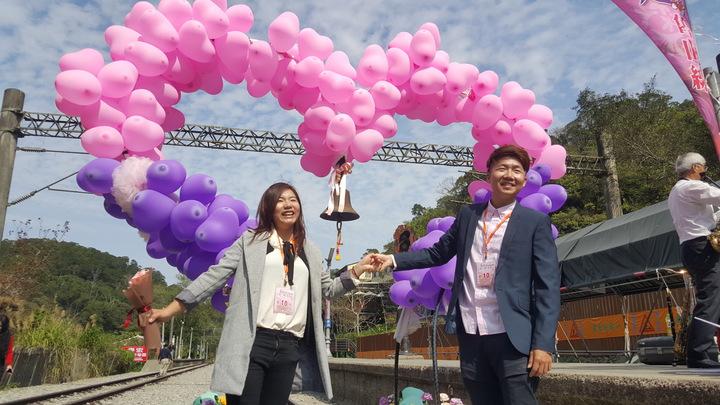 苗栗「情定舊山線」情人節活動上午在勝興車站舉辦,吸引多對情侶、夫妻參加。記者胡蓬生/攝影