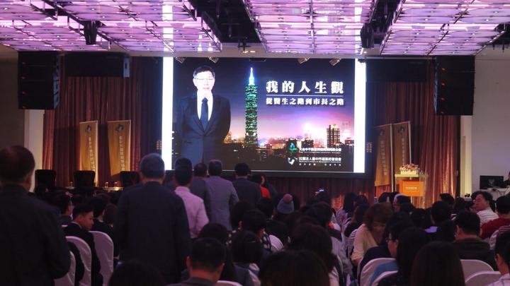 台北市長柯文哲今早發表專題演講「我的人生觀」,湧入中部地區建商、不動產商,現場座無虛席。記者洪敬浤/攝影