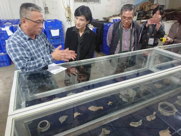 文化部長鄭麗君今天到宜蘭了解漢本遺址出土文物整理情況。記者羅建旺/攝影