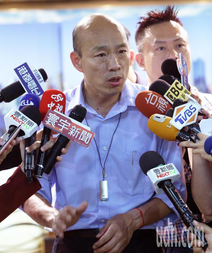 針對國民黨主席吳敦義提出不排除徵召韓參選2020總統大選,韓國瑜受訪時表示希望台北政治菁英分子多來南部走走,傾聽一下民意,目前他的工作是拼經濟。記者劉學聖/攝影