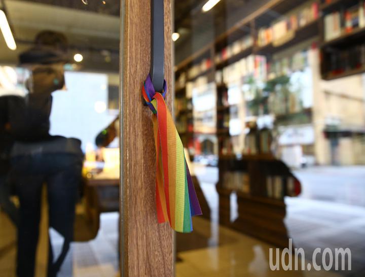 台灣伴侶權益推動聯盟上午在慕哲咖啡舉行記者會,針對行政院公布同婚草案的《司法院釋字第748號解釋施行法》,進行評論和回應。記者陳柏亨/攝影
