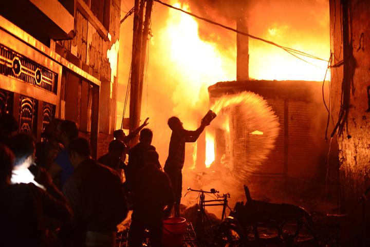 至少70人死於孟加拉首都達卡的一場建築物大火,消防官員表示罹難人數可能再增加。美聯