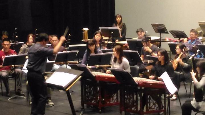 台南市民族管弦樂團,為台南市安南區台江文化中心演出開鑼大戲「月湧台江」。記者黃宣翰/攝影