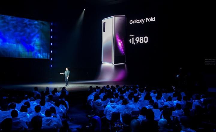 三星產品行銷副總丹尼森(Justin Denison)20日在美國加州舊金山舉行的新機發布會宣布,螢幕可折疊的新手機「Galaxy Fold 」4G版定價1980美元起跳。法新