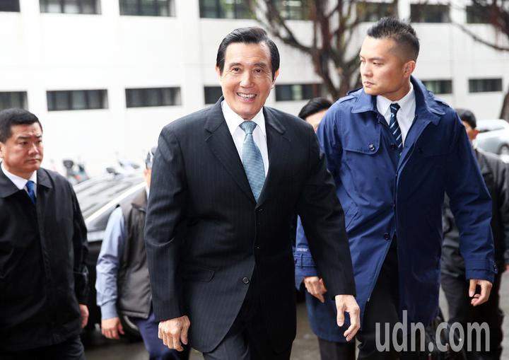 前總統馬英九被控洩密案更一審,上午在台灣高等法院開庭,馬前總統滿面笑容在九點三十分左右抵達高院。記者杜建重/攝影