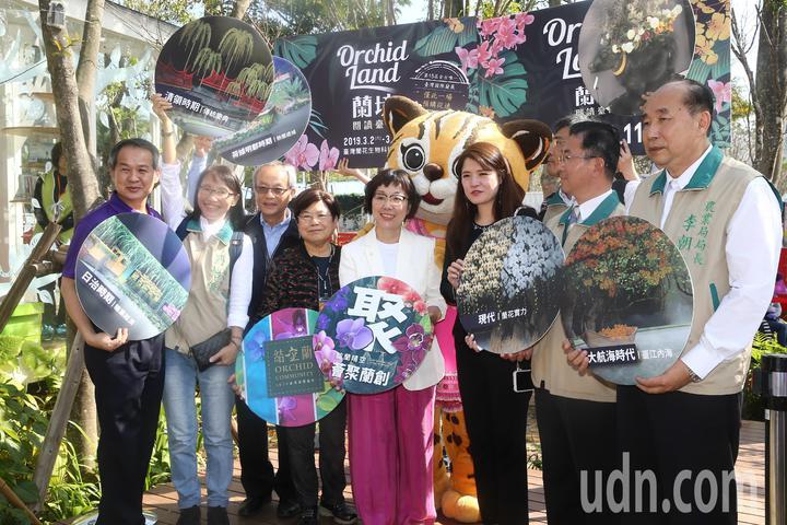 台南市副市長王時思(左五)下午率領市府團隊參觀台中花博。記者黃仲裕/攝影