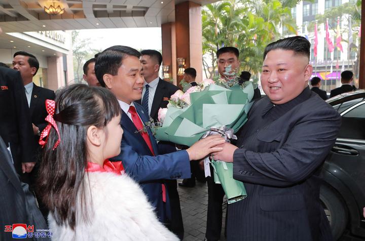 「川金二會」27日晚間在越南正式登場,金正恩在抵達河內後,受到熱烈歡迎。美聯社
