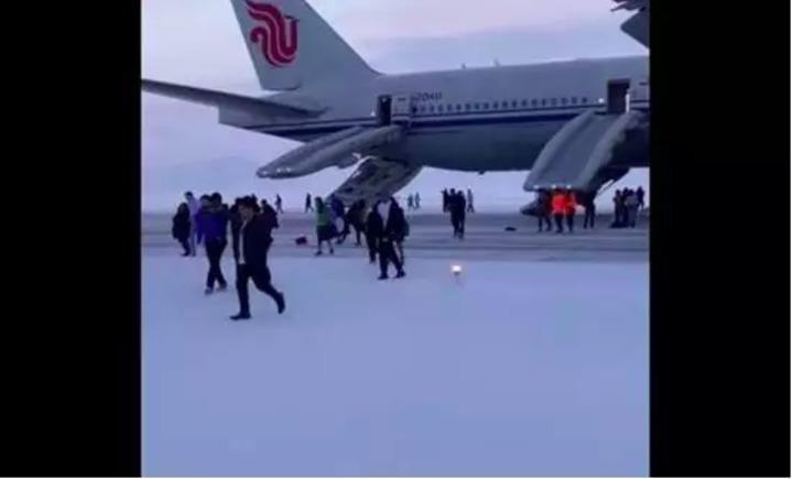 中國國際航空一架波音777客機,周一(4日)在前往洛杉機途中因出現貨艙火警警報,緊急降落俄羅斯阿納德爾機場。圖/翻攝自環球網