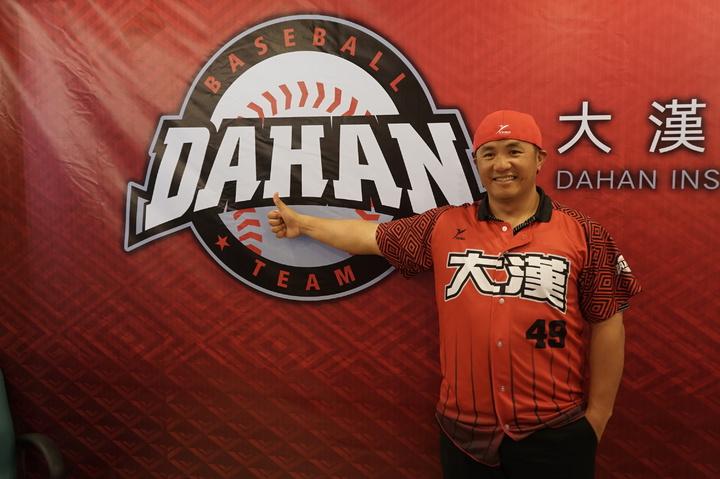 前職棒球星張泰山今天對於是否加入味全龍,仍是笑而不答。記者王燕華/攝影