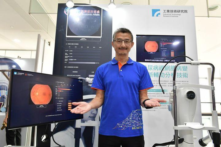 工研院巨資中心主任馮文生發表工研院開發的「糖尿病視網膜病變診斷輔助分析技術」,可有效輔助醫師針對病變嚴重程度進行判讀。