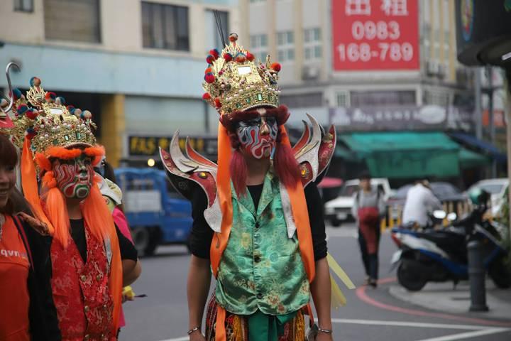宜蘭市一場廟會遇上音樂比賽,信眾主動「消音」,廟會像默劇,不放鞭炮,不敲鑼打鼓,卻被稱讚是最精彩與最有水準的廟會。圖/宜蘭縣政府提供