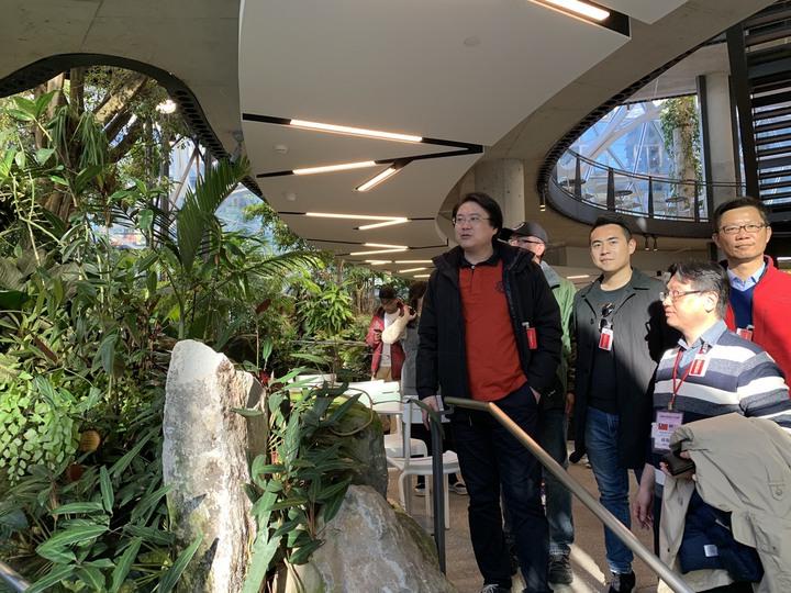 基隆市長林右昌訪美團一行於美國時間15日,參訪西雅圖先後參訪亞馬遜(Amazon)、微軟(Microsoft)等全球知名企業。圖/基隆市政府提供