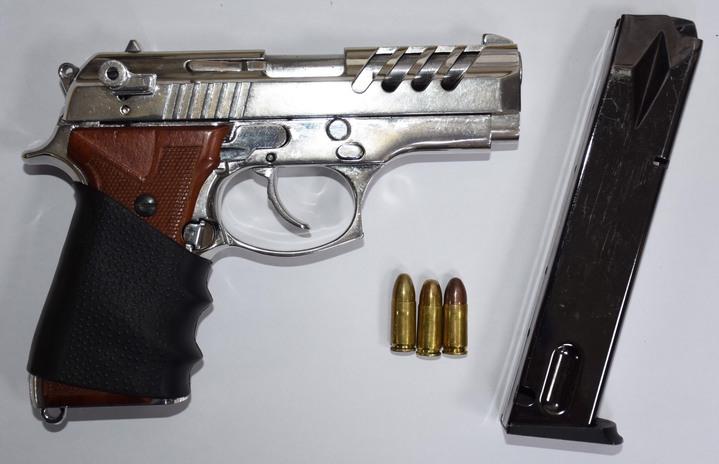 警方查獲陳姓男子作案用的改造手槍及3發子彈。圖/記者胡蓬生翻攝