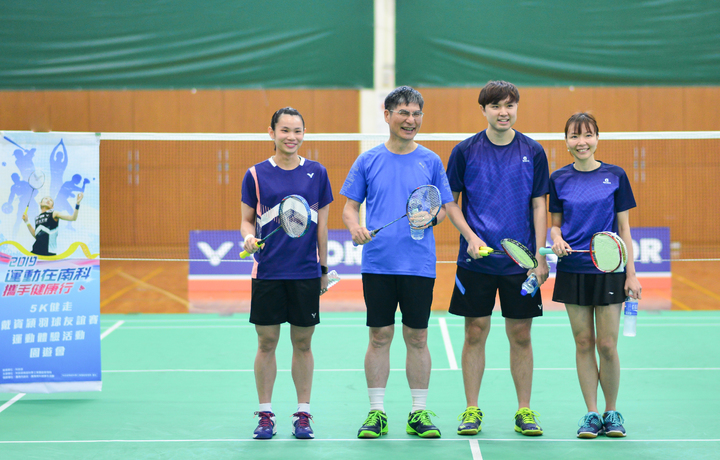 戴資穎(左)出席活動進行羽球友誼賽。圖/南科管理局提供