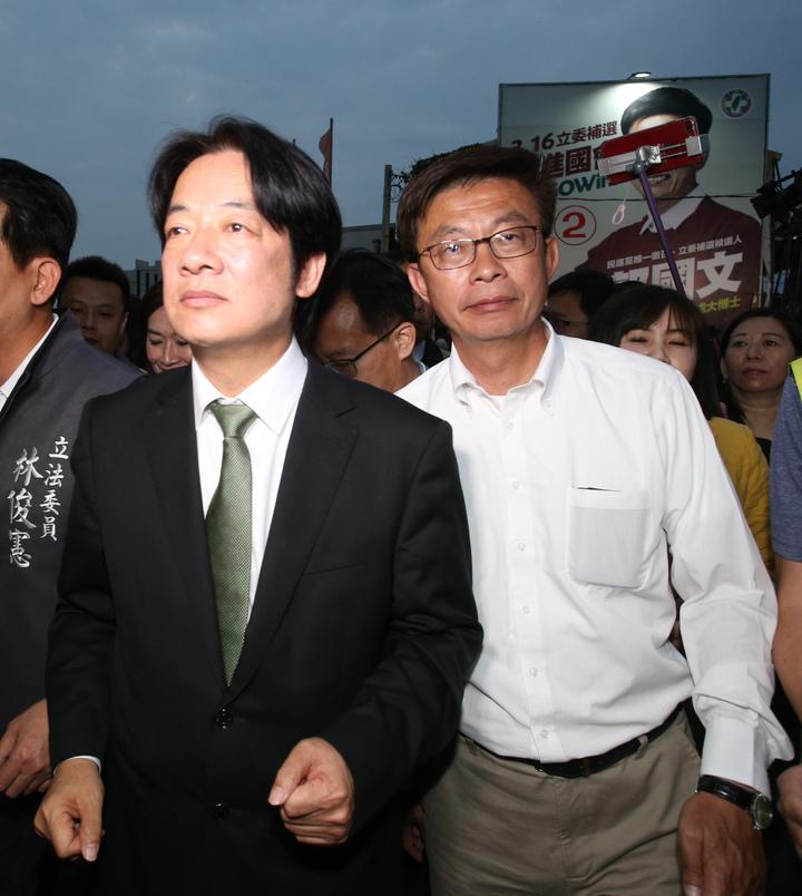 郭國文(右)贏得台南立委補選勝利,行政院前院長賴清德(左)特地前來道賀。記者劉學聖/攝影