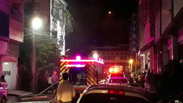 台中市清水區昨晚發生民宅大火,一死一傷。記者游振昇/翻攝