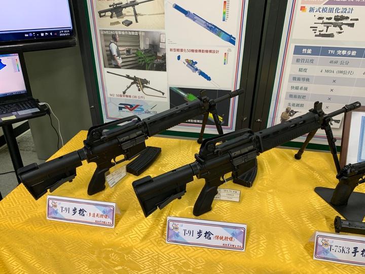 國防大學理工學院開發出「多邊形光膛槍管」,號稱能夠將一般步槍射擊精度提升到特等射手水準,射擊精度可提高2.5倍,槍管壽命則可提升2倍以上。已運用於軍備局205廠新式國造T75K3手槍,將進一步運用205廠研發中的新型國軍T91K3步槍(左)上。記者洪哲政/攝影