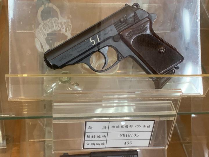 德造的PPK手槍是一種縮小版的警用刑事手槍,傳發起二戰的德國領導人希特勒隨身攜帶。記者洪哲政/攝影