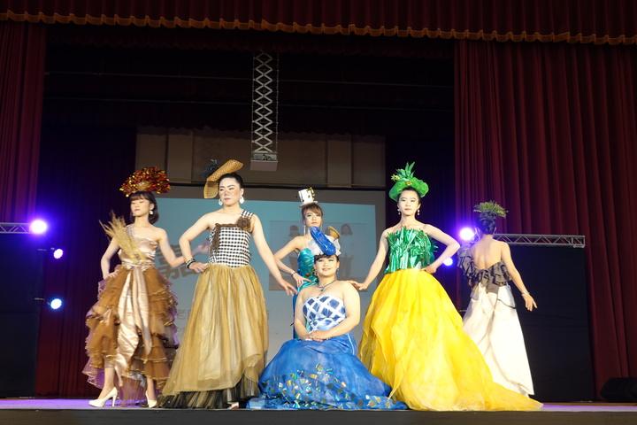 吳鳳科大美容美髮造型系畢業專題製作動態展演發表會,「嘉藝」組的表演。圖/吳鳳科大提供