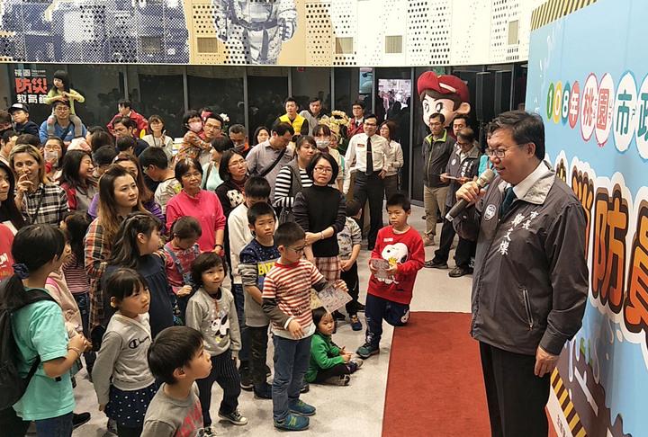 桃園市政府員工親子日熱鬧,市長鄭文燦(見圖)鼓勵市民生第二胎、第三胎,宣布考慮讓市民第三胎優先進入公立幼兒園就讀。記者曾增勳/攝影