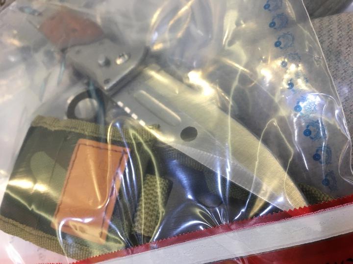 方還在柯身上找到一把犯案用的、長約15公分的折疊彈簧刀,柯隨身攜帶在身,刀刃還被磨利,被警方發現時,柯已將刀上血跡清洗乾淨。記者李隆揆/攝影