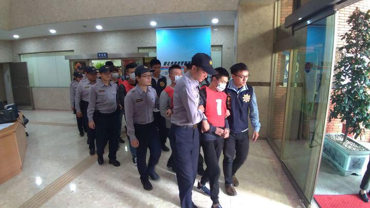 警方一共逮捕17人移送法辦。記者林昭彰/攝影